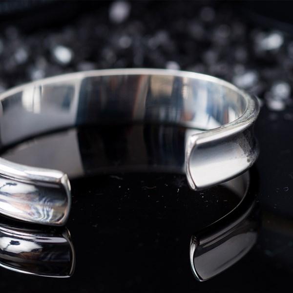 簡單時尚中性款素面手環