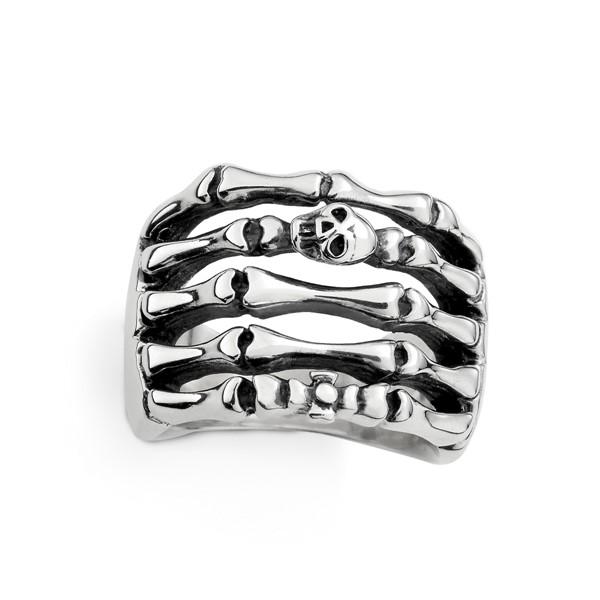指節上的骷髏造型戒指