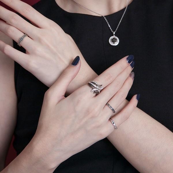簡約點綴染黑戒指