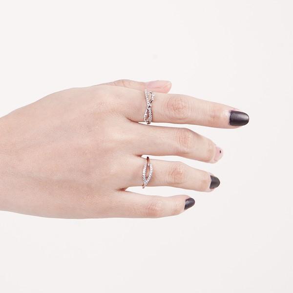 隱約蝴蝶結美鑽戒指