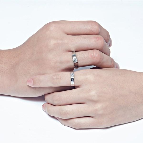 因你而在流線感單鑽戒指
